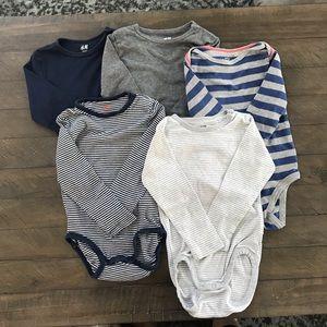 5 Bodysuits Size 18 Month